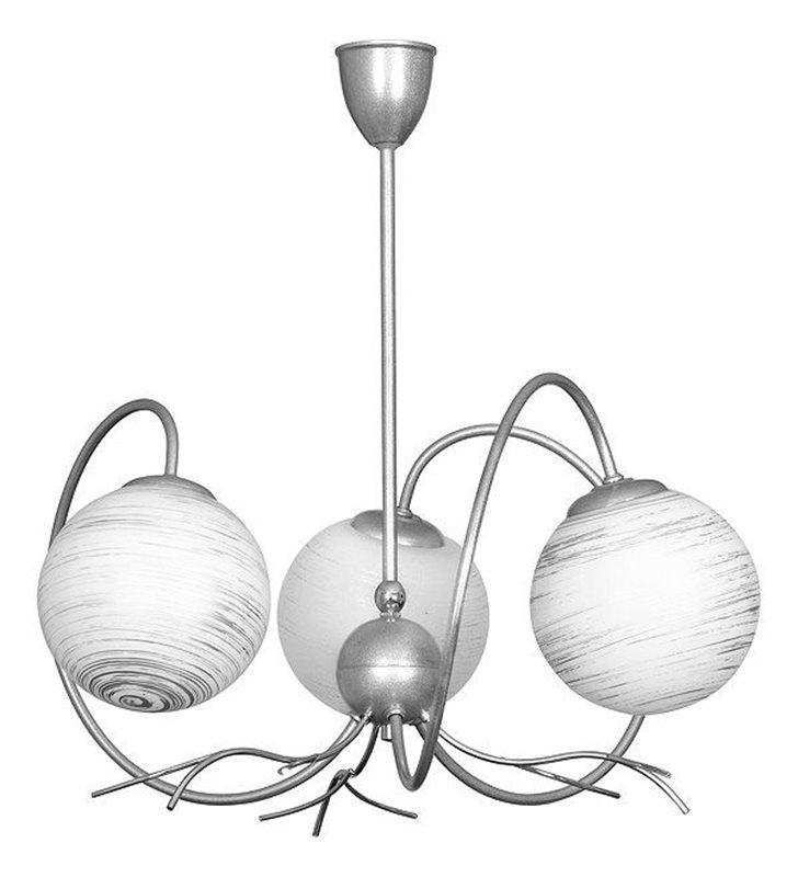 Żyrandol Romance potrójny stelaż metalowy z zawijanymi ramionami klosze szklane kula białe ze srebrnymi mazaniami
