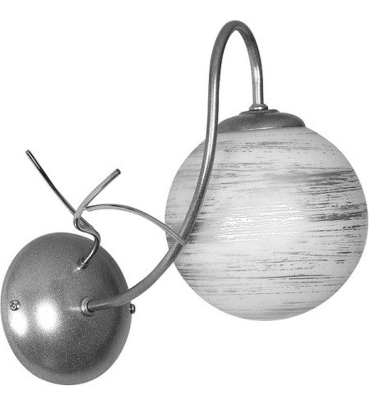 Kinkiet Romance srebrny z dużym szklanym kloszem biała kula ze srebrnymi mazaniami