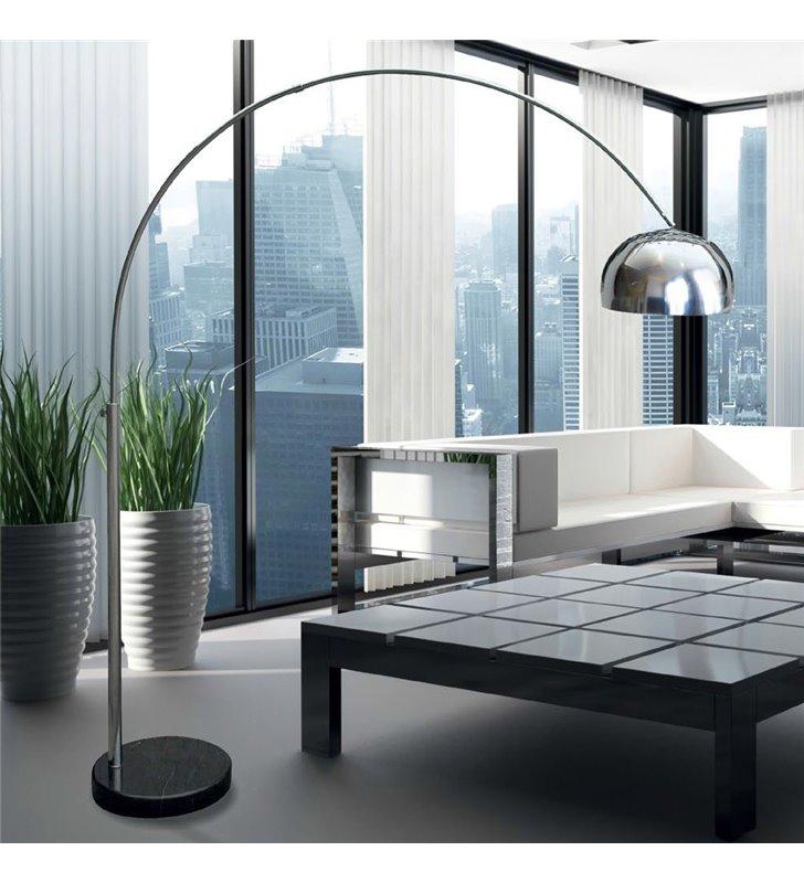 Duża metalowa nowoczesna lampa podłogowa Soho na wysięgniku chrom podstawa czarna marmurowa