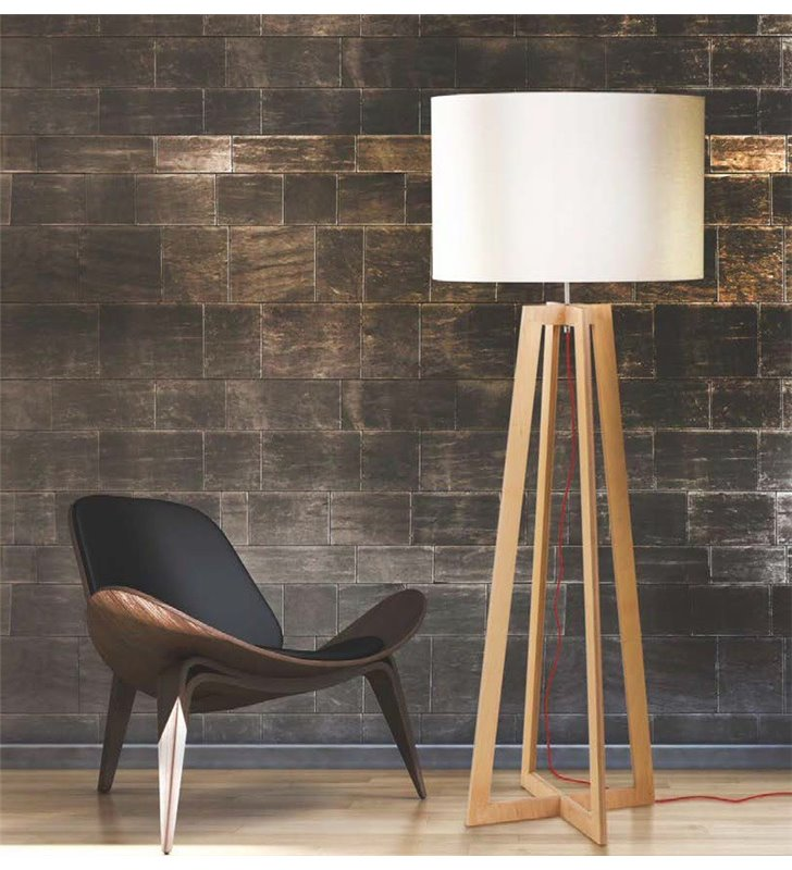 Nowoczesna lampa podłogowa Across w stylu skandynawskim z drewnianą podstawą