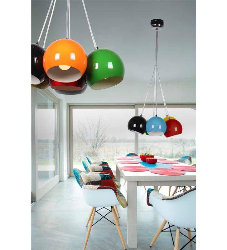 Noa kolorowa lampa wisząca w stylu pop art 7 zwisów na jednej podsufitce nad stół schody do pokoju nastolatka