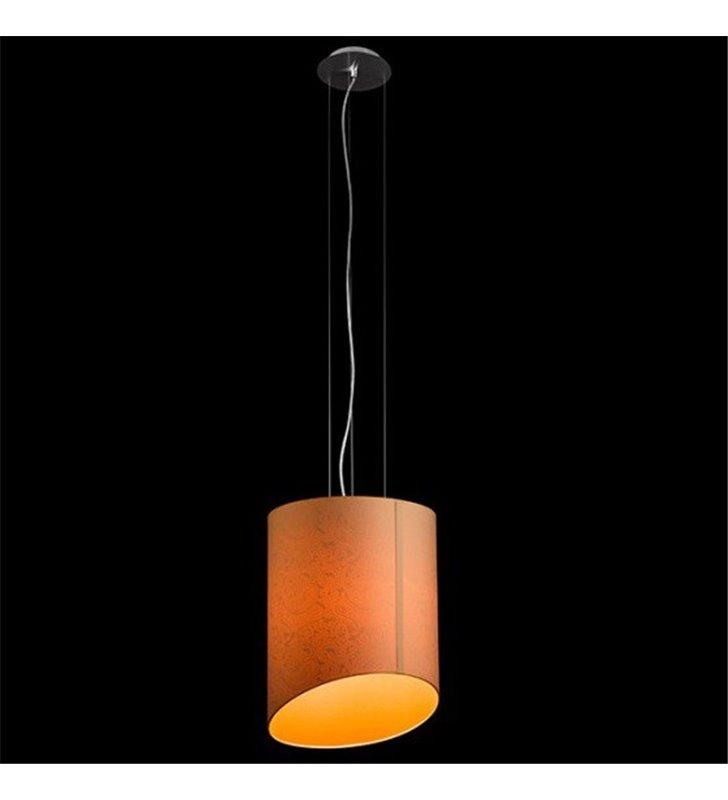 Lampa wisząca Etno (K) abażur z asymetrycznym wykończeniem w kolorze koralowym wzór na materiale widoczny po zaświeceniu lampy