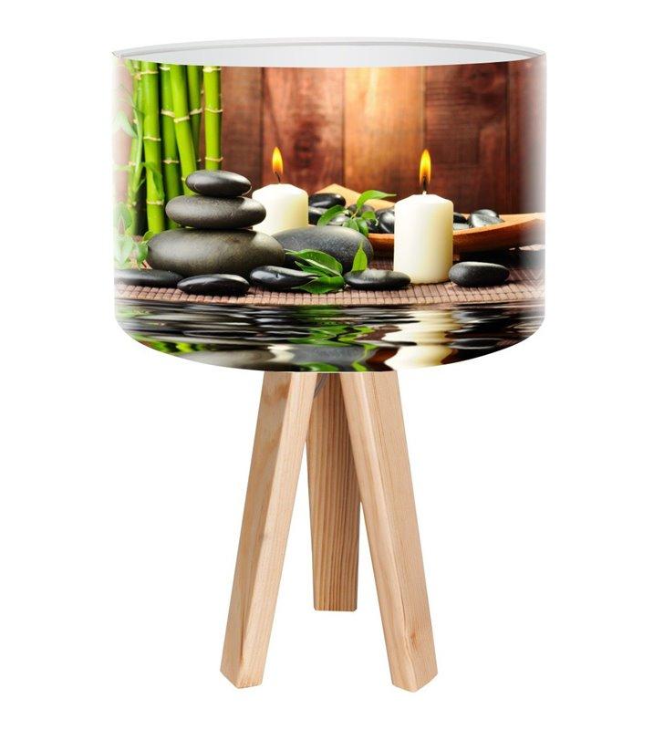 Lampa stołowa Spa na sosnowym trójnogu abażur z wielobarwnym nadrukiem do sypialni jadalni salonu
