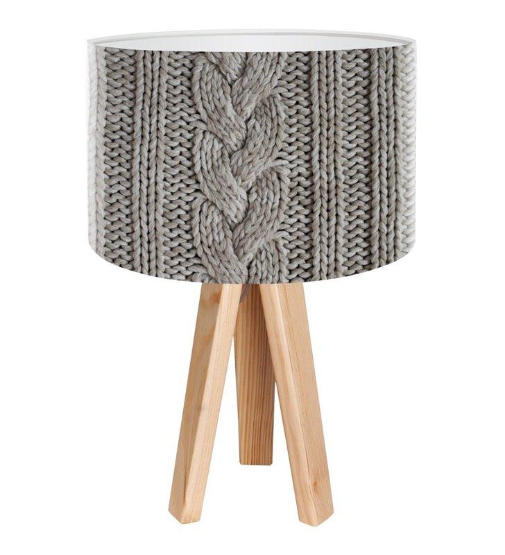 Lampa stołowa Szary Sweterek abażur szary z nadrukiem przypominającym wełniany sweter podstawa z drewna