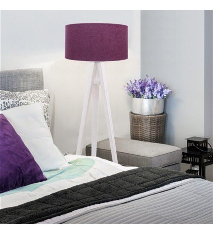 Fioletowa lampa stojąca z białą drewnianą podstawą 3 nogi Fuksja Biała abażur z weluru