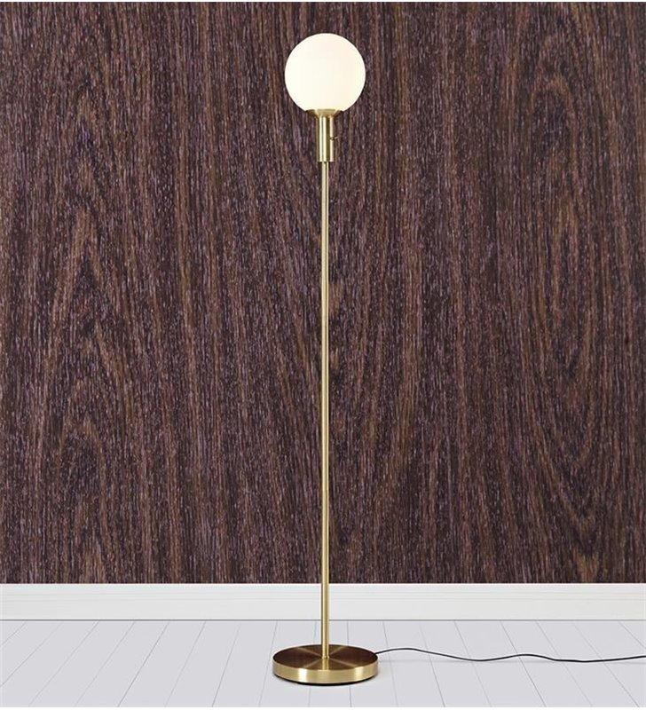 Nowoczesna minimalistyczna lampa podłogowa Minna mosiądz szczotkowany włącznik przy kloszu