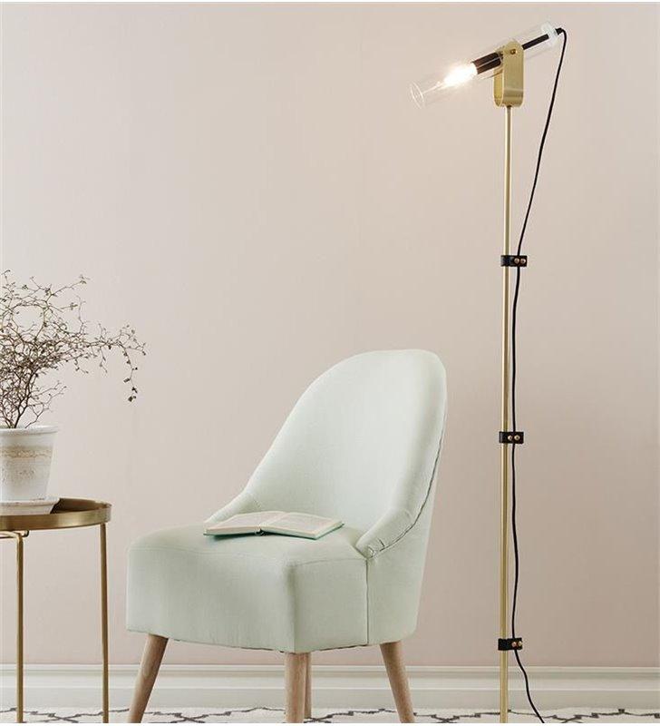 Lampa podłogowa Winston mosiądz klosz szklana bezbarwna tuba produkt szwedzki projektant Joakim Thedin