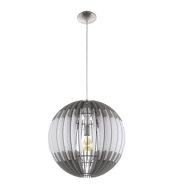 Duża drewniana lampa wisząca Olmero o średnicy 70cm i długim zwisie z kulistym szaro-białym kloszem do wysokich pomieszczeń