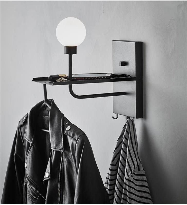 Wielofunkcyjny czarny kinkiet Carson 4w1 oświetlenie wieszak USB półka idealny na przedpokój