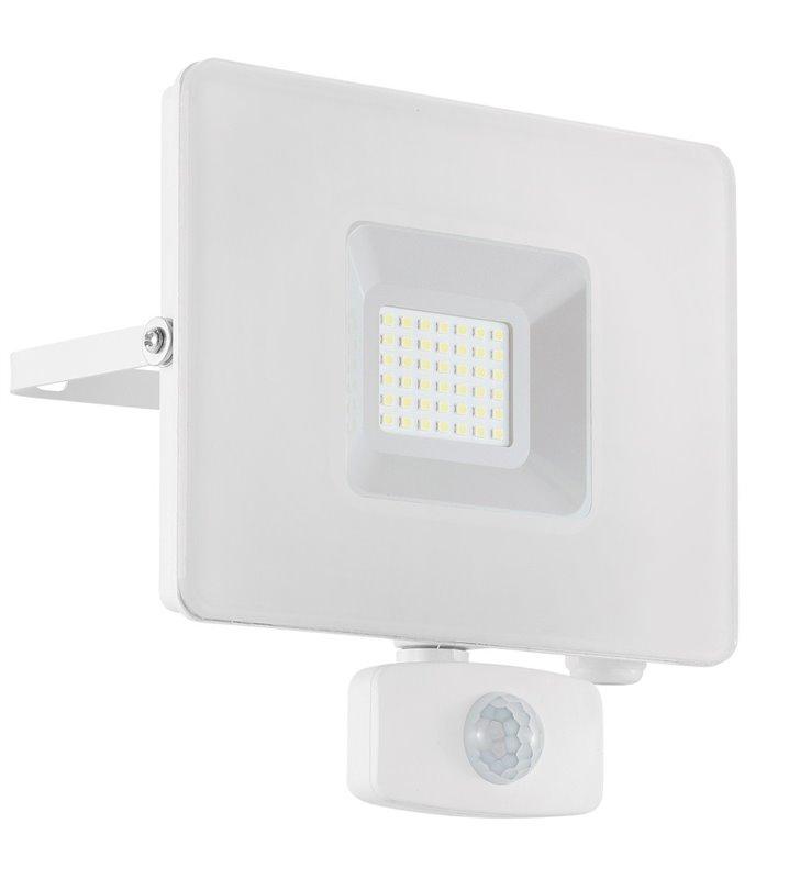 Biały naświetlacz ogrodowy z czujnikiem ruchu Faedo3 LED 30W 5000K 2750lm IP44