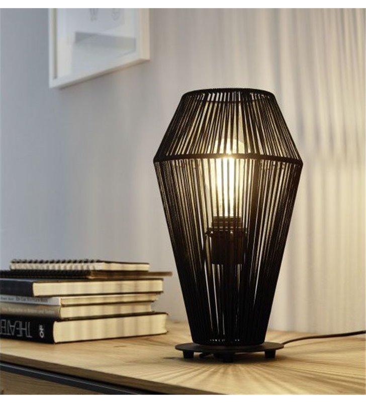 Czarna lampa stołowa Palmones metalowa konstrukcja ze sznurkowym abażurem