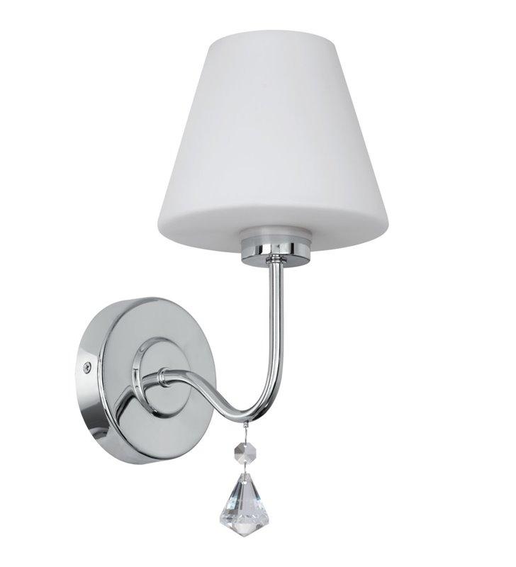 Kinkiet łazienkowy z kryształkiem Loretto montaż z boku lustra chrom biały szklany klosz