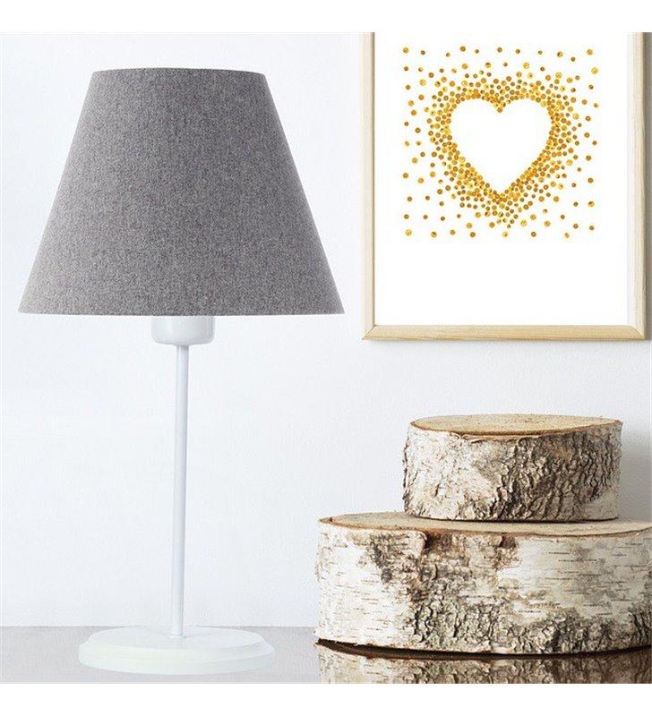 Biało szara lampa stołowa Fornax abażur z tkaniny filcowej stożek do salonu sypialni na komodę