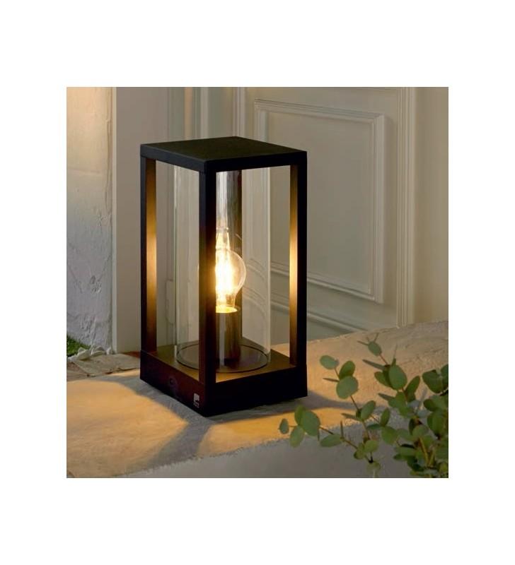 Niska stojąca lampa...