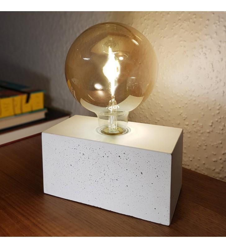 Lampka stołowa bez abażura...