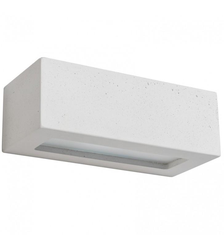 Biała betonowa lampa...