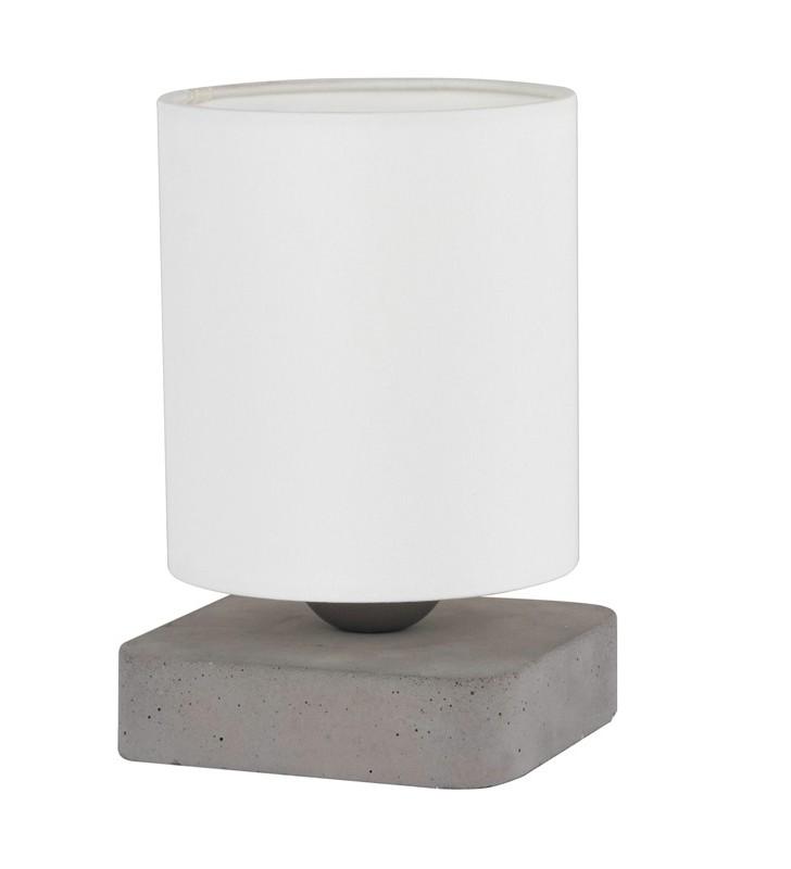 Niska lampka stołowa z...