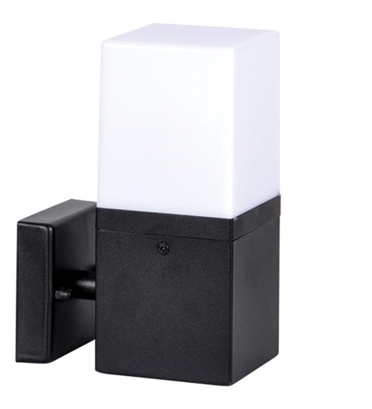 Czarna nowoczesna lampa...