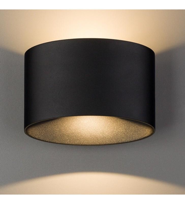 Czarna lampa zewnętrza na...